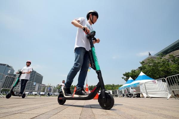 Electric Kickboard [Photo: Yonhap News]